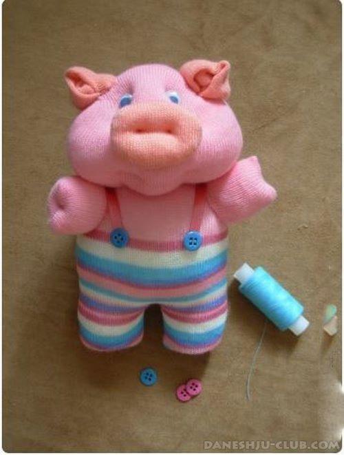 آموزش تصویری ساخت عروسک خوک کوچولو با جوراب