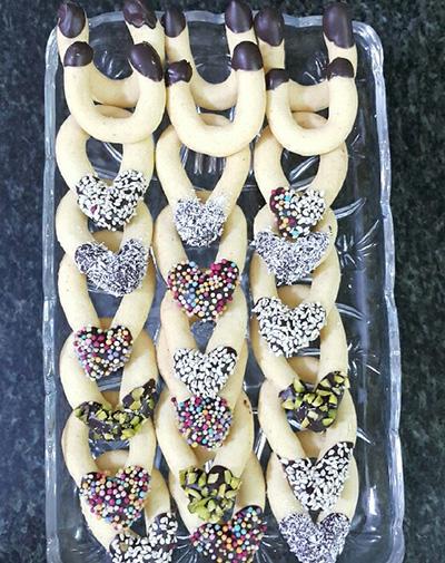روش های متفاوت برای تهیه ی شیرینی اشکی وشیرینی نعلی